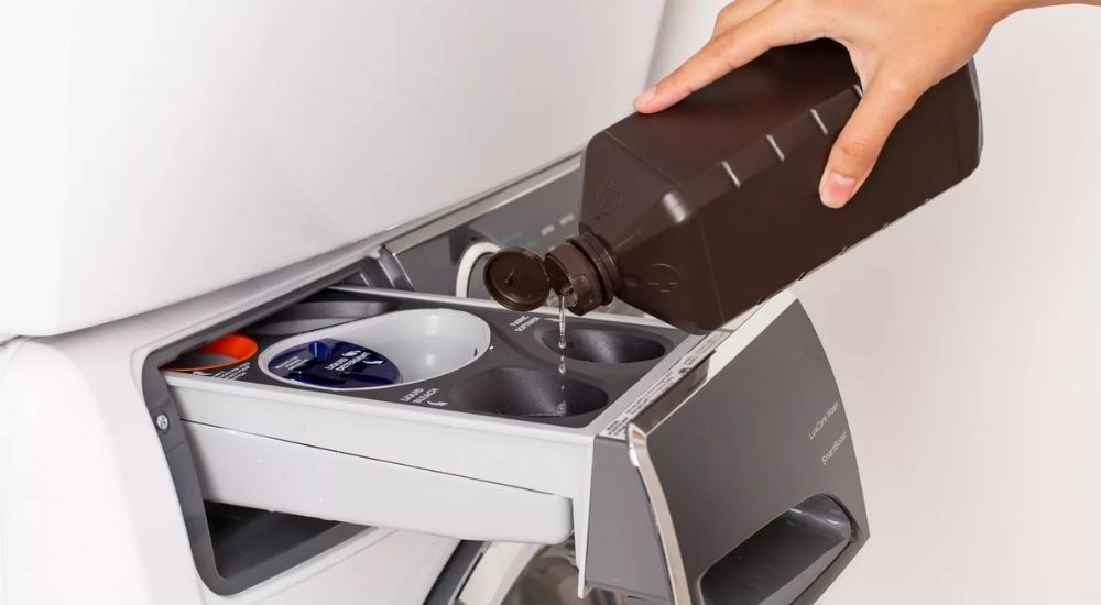 come pulire la lavatrice che puzza